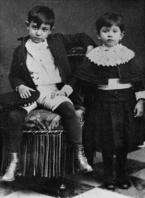 Pablo Picasso photos in high resolution on art picassocom : Pablo20Picasso20and20his20sister20Lola20c1889 from art-picasso.com size 470 x 641 jpeg 155kB